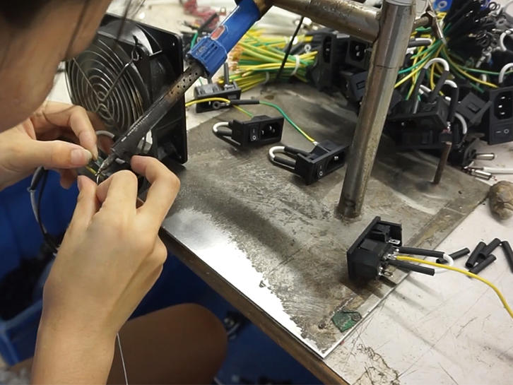 After the end of the pressure inspection, pass the solder firmly